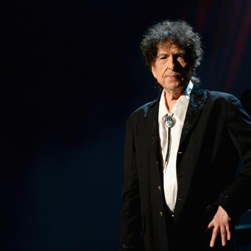 Bob Dylan Sings But Doesn't Speak at Perth Show