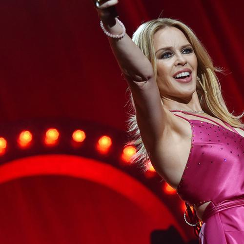 Kylie Minogue Shouts Her Entire Concert Audience A Beer