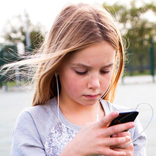 Horrifying Finding After Child Is Left To Watch Smartphone