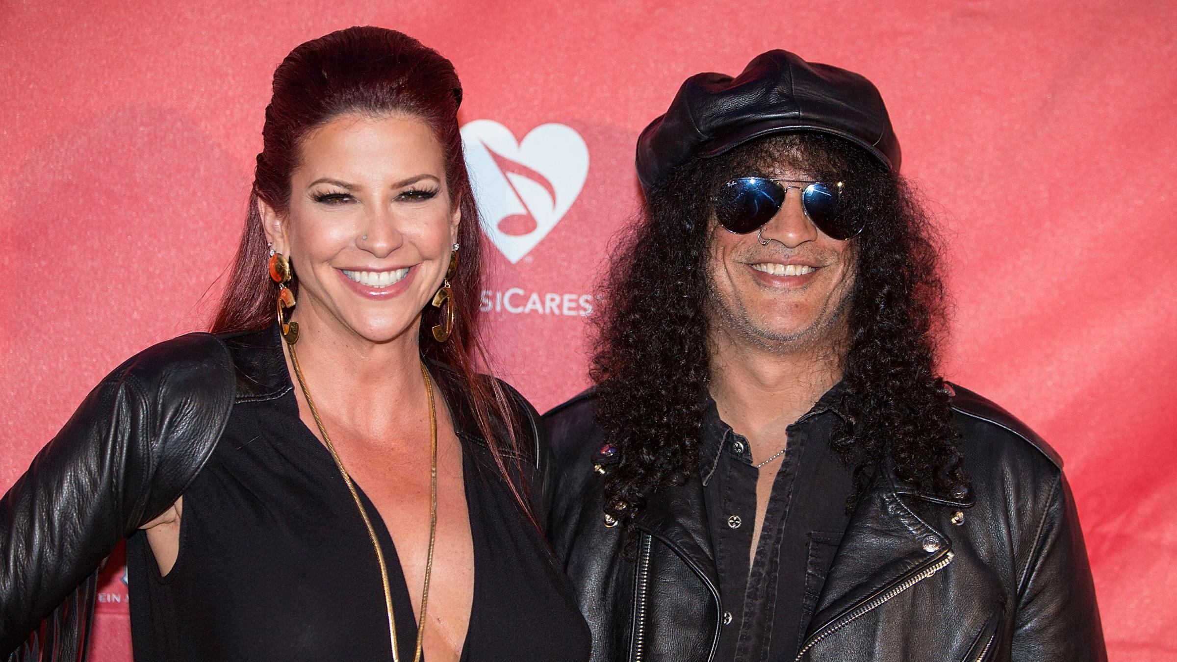 """Slash's Wife is """"Readying for Divorce"""""""