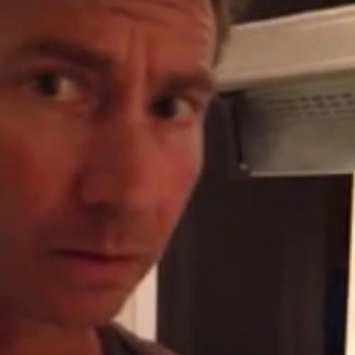 """Horrifying Moment Man Finds Slimy """"Creature"""" In Can Of Beans"""
