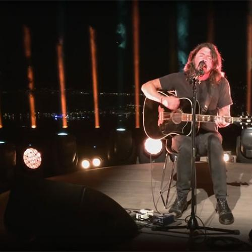 "Grohl Tells Story How Taylor Swift Saved Him Like ""Batman"""