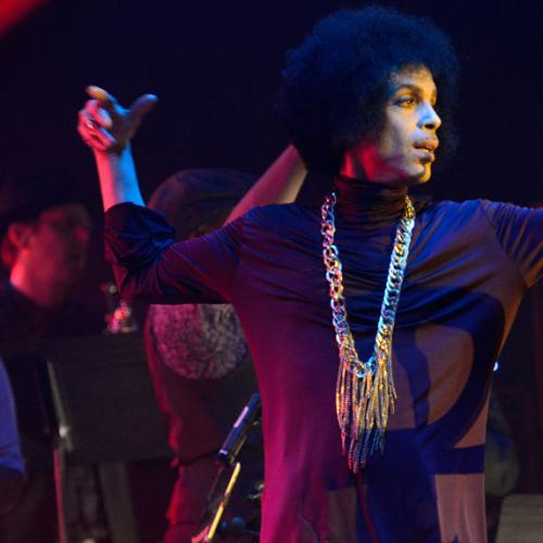 """Prince Covered Bowie's """"Heroes"""" In One Of His Final Shows"""