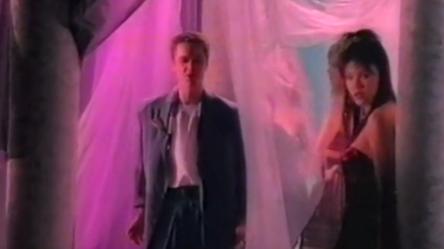 Stefan Dennis 'Don't It Make You Feel Good'