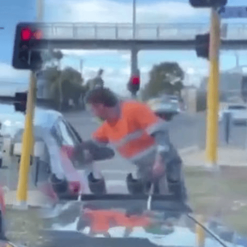 Melbourne Tradie Praised After Fellow Commuters Awful Actions At The Lights