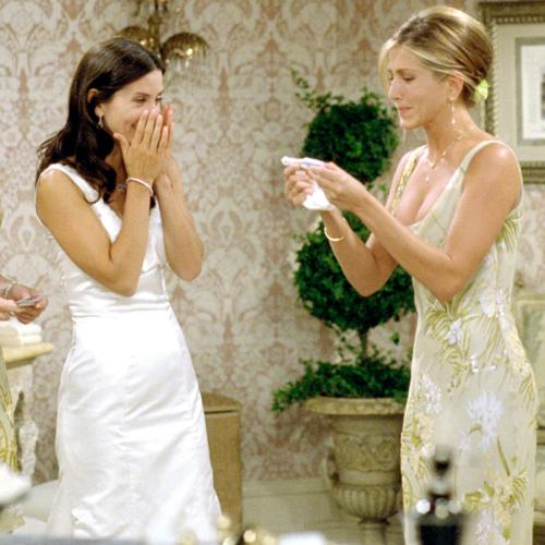 FRIENDS Fans Have Discovered An Easter Egg About Jennifer Aniston's Family In This Wedding Episode