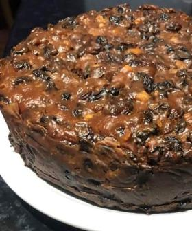 This 4-Ingredient Slow Cooker Christmas Cake Will Change Your Life!