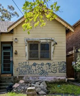 This Aussie House Is Being Sold For A Pretty Cool $1.9 Million Dollars.. And It Only Has A FEW Issues..