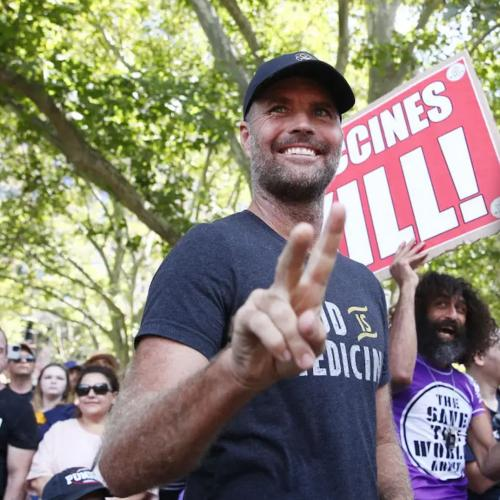 """Celebrity Chef Pete Evans Fined $80,000 For Promoting A """"Miracle Cure"""" For Coronavirus"""